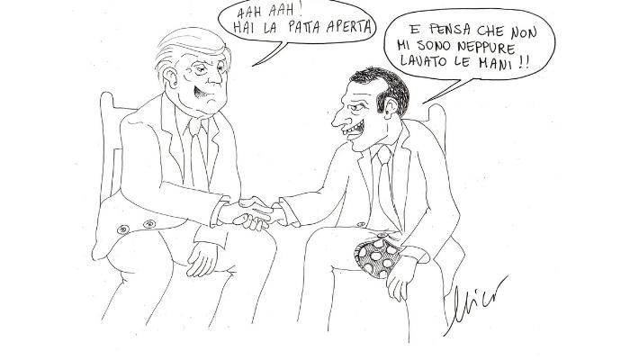 Trump Macron Eliseo stretta di mano